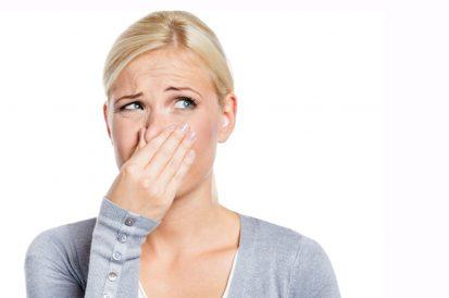 Como tirar mau cheiro do banheiro?