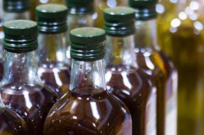 Porque não descartar óleo de cozinha nos ralos e pias?