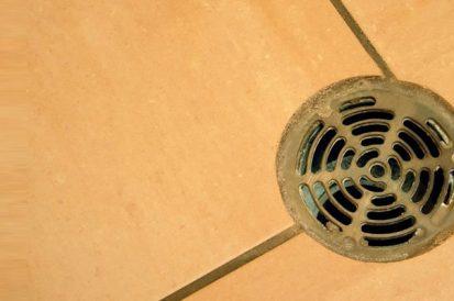 4 formas para evitar entupir os ralos do banheiro