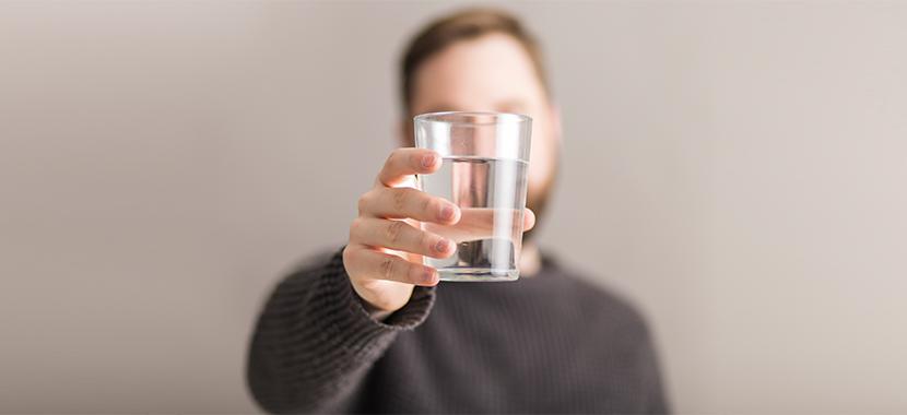 economizar agua no escritório